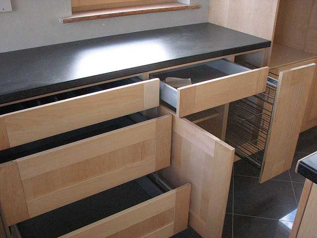 Replace-Cabinet-Pulls-and-Drawer