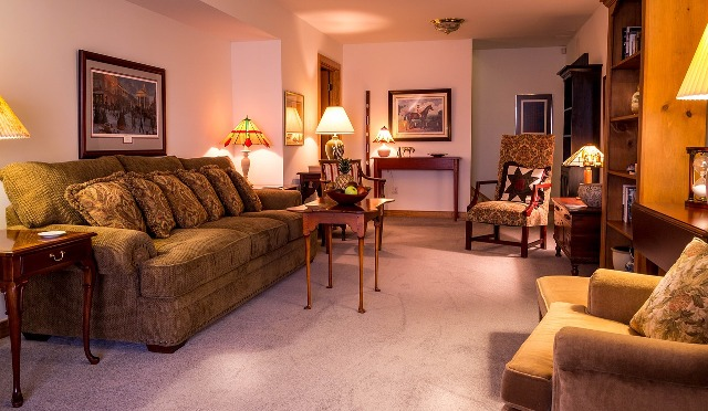family-room-670270_1280