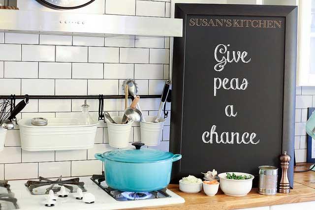 chalkboard-in-kitchen