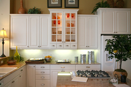 lighted-glass-kitchen-cabinets