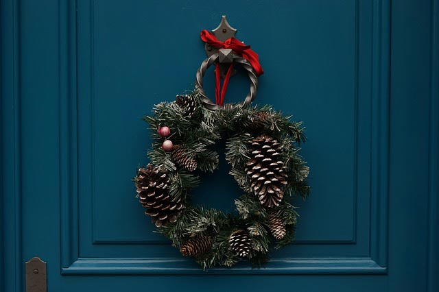 pine cone wreath christmas